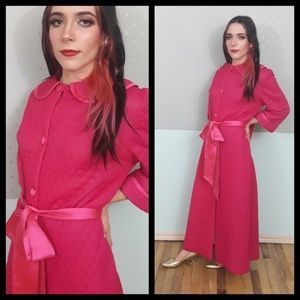 Stunning vtg 50s hot pink quilted robe satin sash!
